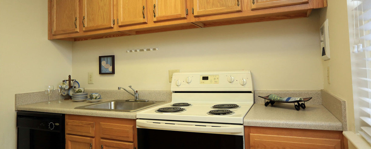Hidenwood Apartments Wooden Kitchen Cabinets